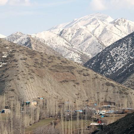 Desde Roboski, en época primaveral, las montañas nevadas indican la frontera entre Turquía e Irak.
