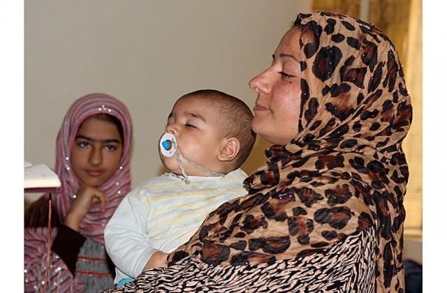 La-familia-Raad,-desplazada-a-Erbil-por-la-crisis-de-Anbar,-en-su-cuarto-del-hotel-Diyar-(Miguel-Fernández-Pablo-L)_550