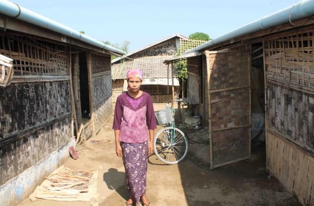 Rohima llegó a los campos de Thay Chaung el 23 de junio de 2013 después de que una turba arrasase su vivienda en Sittwe (Pablo L. Orosa) copia 2
