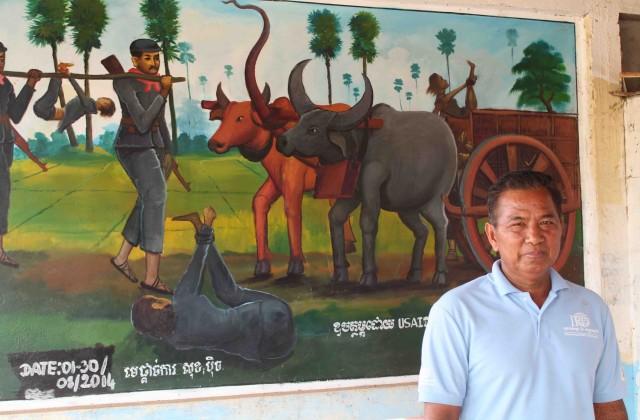 Bun Chhoeun foi torturado e golpeado por un oficial dos Xemeres Vermellos que 40 anos despois segue a vivir na mesma vila (Pablo L. Orosa) copia