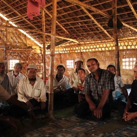 En la mezquita de Thay Chaung temen la huida masiva de los niños a Bangladesh y su radicalización religiosa (Pablo L. Orosa)  copia