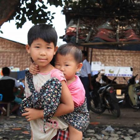 Los enfrentamientos entre el Ejército birmano y el KIA han provocado más de 100.000 desplazados internos que viven en campos como éste a las afueras de Myitkyina (Pablo L. Orosa)