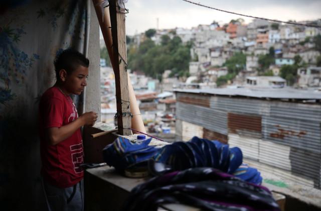 6. Sin acceso a la educación, muchos jóvenes encuentran en las pandillas a su familia (Foto:Guillermo Pérez)