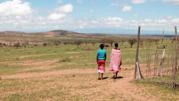 Cuando llega la sequía, sólo las mujeres y los niños permanecen en la llanura de los bueyes castrados (Pablo L. Orosa)